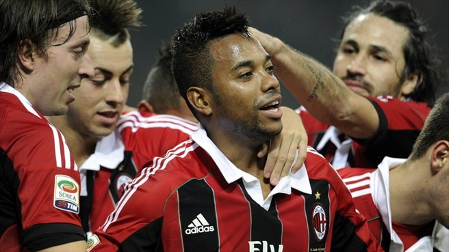 Milan renew Robinho contract