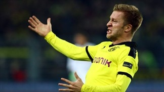 Dortmund held at home, Hamburg triumph