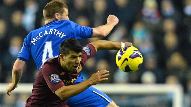 James McCarthy (Wigan Athletic FC) & Sergio Agüero (Manchester City FC)