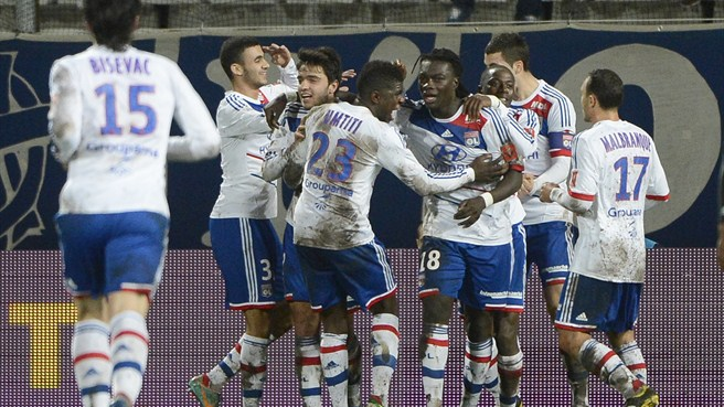 Gomis treble helps Lyon defeat Marseille