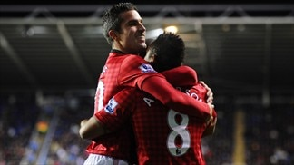 United win Reading thriller to open gap on City