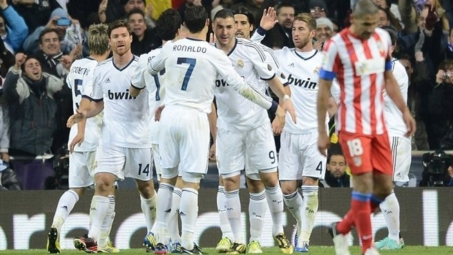 Real Madrid CF players celebrate Mesut Özil's goal