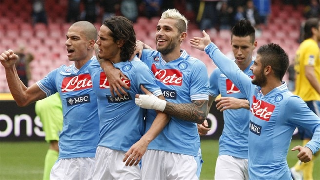 Cavani and Inler steer Napoli to victory