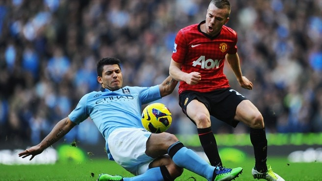 Sergio Agüero (Manchester City FC) & Tom Cleverley (Manchester United FC)