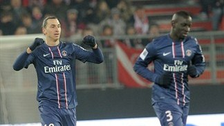 Ibrahimović hat-trick takes PSG toward summit