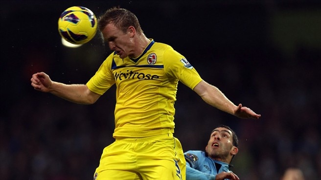 Alex Pearce (Reading FC) & Carlos Tévez (Manchester City FC)