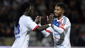 Lyon beat Nice to go level with leaders PSG