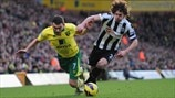 Fabricio Coloccini (Newcastle United FC) & Robert Snodgrass (Norwich City FC)