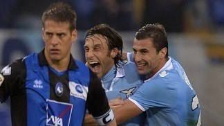 Lazio turn up the heat on leaders Juventus