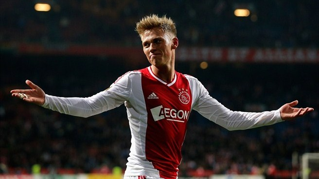 Ajax's Fischer catches eye with 'Laudrup moment'