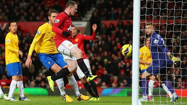 Rooney extends United advantage