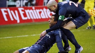 PSG win thrilling Classique to stay top