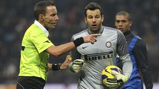 Handanovič steals the show in Milan derby