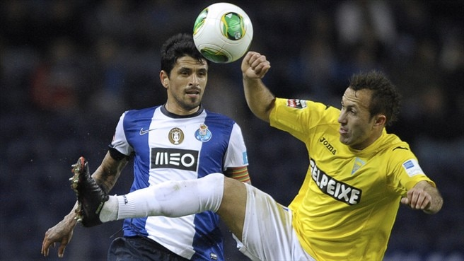 Lucho González (FC Porto) & Jefferson (GD Estoril-Praia)