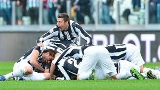 Juventus extend lead as Napoli lose