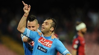 Napoli win, Fiorentina fight back against Milan
