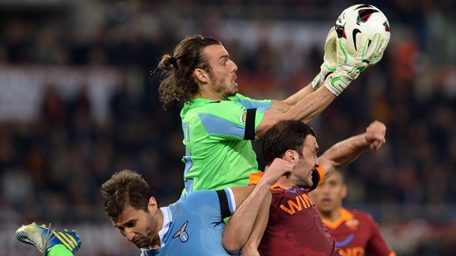 Ten-man Lazio hold on in Rome derby thriller