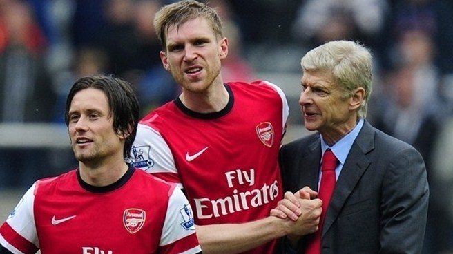 Mertesacker and Rosický renew terms at Arsenal