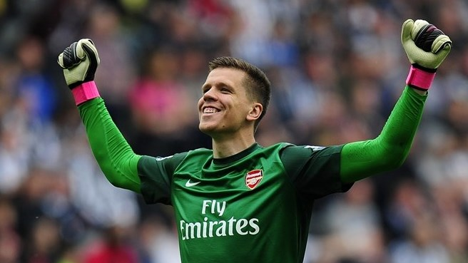 Szczęsny signs new contract with Gunners