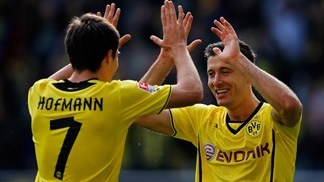 Dortmund and Bayern maintain Bundesliga pace