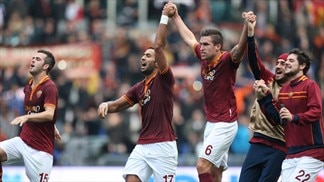 Roma sink Fiorentina to close on Juventus
