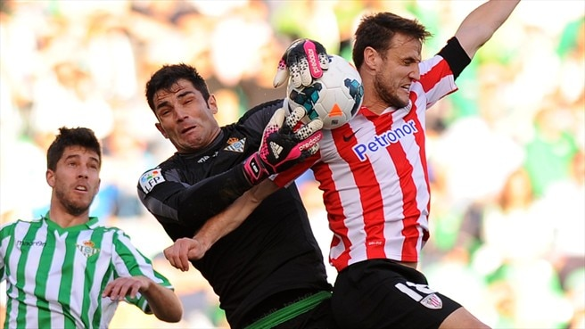 Goalkeeper Adán secures long-term Betis deal
