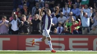 Valladolid stun Barcelona, Atlético go joint top