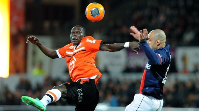 Vincent Aboubakar (FC Lorient) & Alex (Paris Saint-Germain)