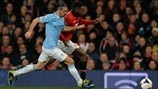 Martín Demichelis (Manchester City FC) & Danny Welbeck (Manchester United FC)