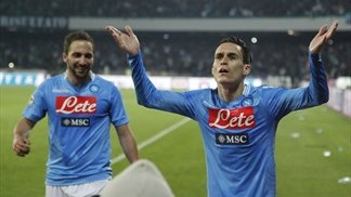 Napoli turn on the style to down Juventus