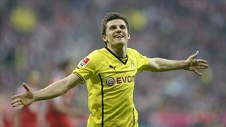 Dortmund succeed in style at Bayern
