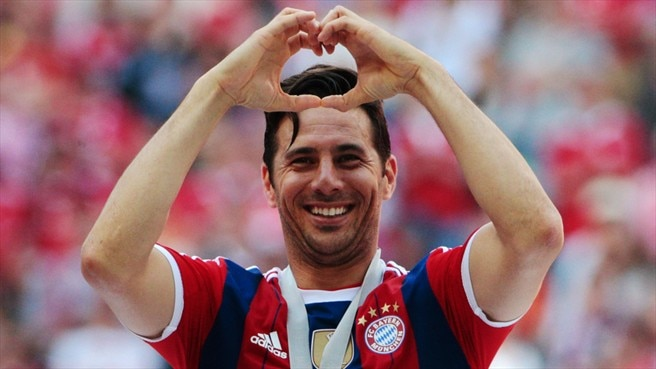 Bayern keep Pizarro for another year