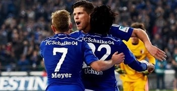 Huntelaar edges Schalke past Augsburg