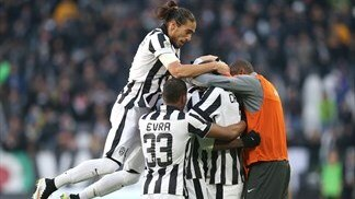 Juventus stride seven points clear of Roma