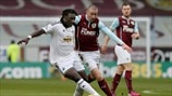 Bafétimbi Gomis (Swansea City AFC) & David Jones (Burnley FC)