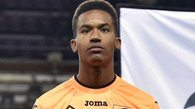 Alban Lafont earned a  million dollar salary - leaving the net worth at 0.7 million in 2018