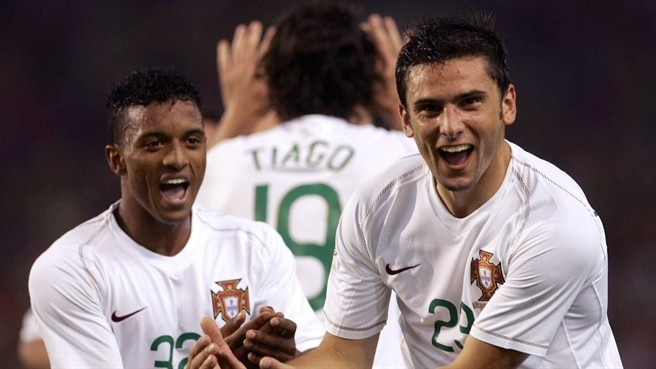 Postiga keeps Portugal pressing