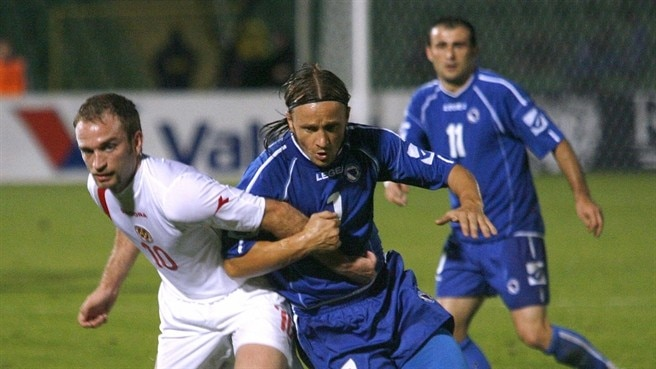 Muslimović keeps Bosnians flying