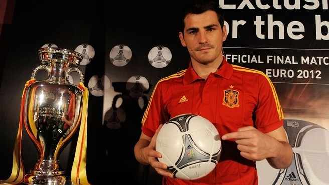 Casillas on hand to unveil EURO final ball