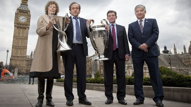 Kate Hoey, Michel Platini, Hugh Robertson & David Bernstein (UEFA Champions League trophy handover in London)