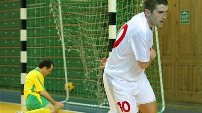 Futsal giants get straight into gear