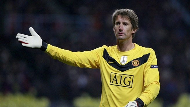 Van der Sar extends United contract