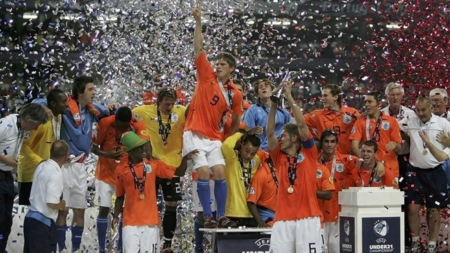 2006: Huntelaar thrives in Dutch triumph