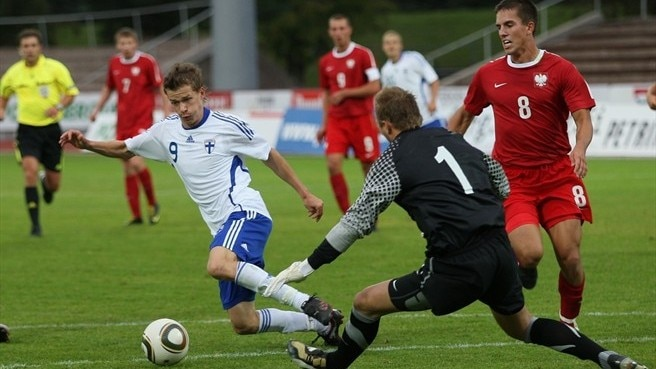 Finland beat Poland to close on third