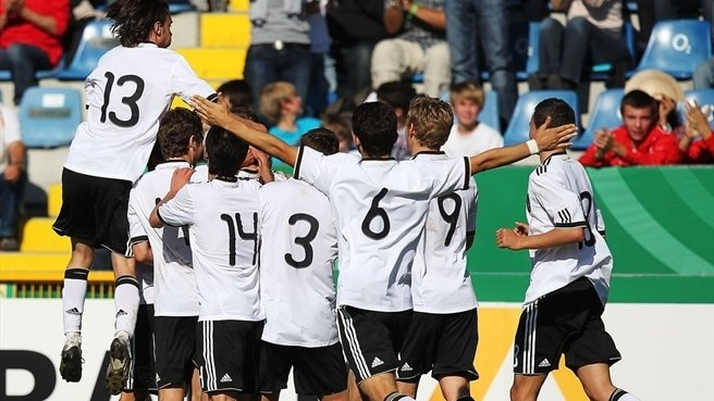 Germany and Switzerland keep up title bids