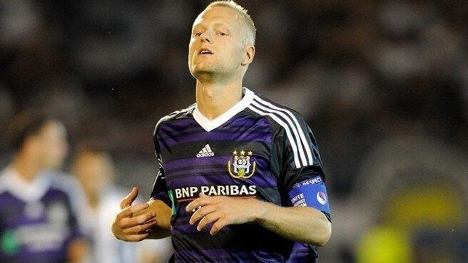 Anderlecht skipper Deschacht faces lay-off