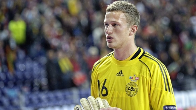 Manchester United sign goalkeeper Lindegaard