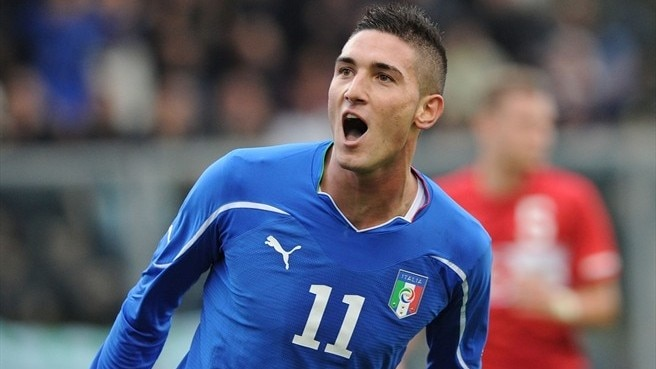 Macheda strikes late as Italy beat England