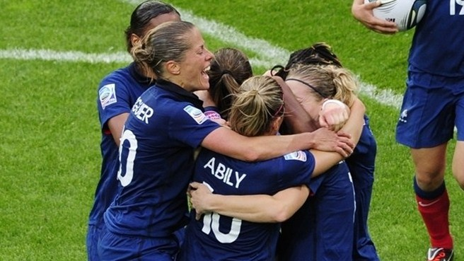 France sink England in penalty shoot-out