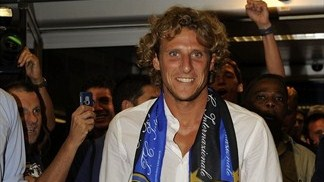 Inter complete deals for Forlán, Poli and Zárate